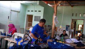 proses produksi baju seragam sekolah